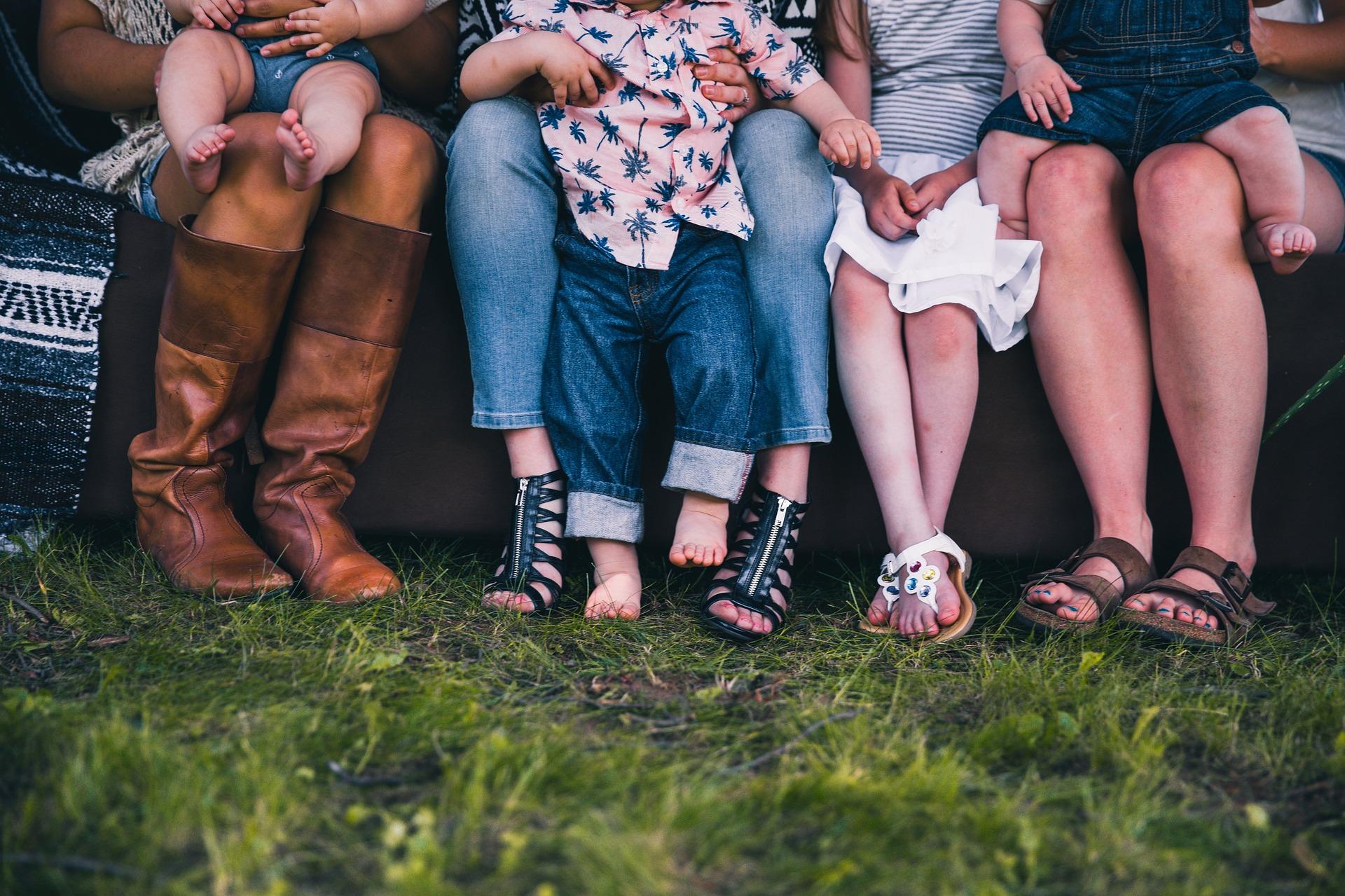 Zralá žena také může být krásná – jakou obuv by si měla vybrat, aby se cítila módně a pohodlně?