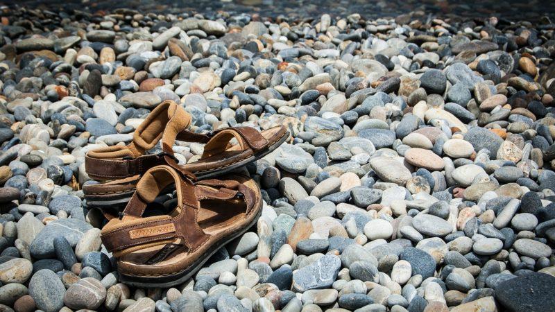 Pevně stanovený dress code v práci? Nedělej si s tím hlavu, elegantní sandály zcela jistě zapadnou v kancelářský styl.